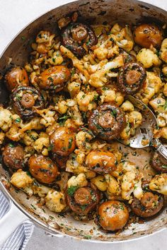 Garlic Butter Mushrooms Cauliflower Skillet – Super nourishing and easy to whip up, this mushroom and cauliflower recipe is insanely addictive! With minimal ingredients and ready in no time, … Healthy Dinner Recipes, Whole Food Recipes, Diet Recipes, Cooking Recipes, Recipies, Healthy Recipes With Mushrooms, Easy Mushroom Recipes, Garlic Recipes, Sweet Potato Mushroom Recipe