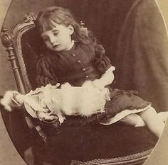 CDV-POST-MORTEM-Victorian-Girl-Doll-amp-Empty-Shoe-BLANDFORD-Dorset-Photograph