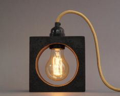 nomad: Betonlampe. concrete lamp. Tischlampe. von UNiiKATshop