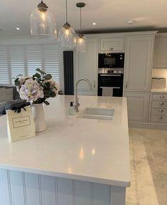 Open Plan Kitchen Dining Living, Open Plan Kitchen Diner, Living Room Kitchen, Home Decor Kitchen, Kitchen Ideas, Modern Kitchen Interiors, Modern Kitchen Design, Interior Design Kitchen, Küchen In U Form