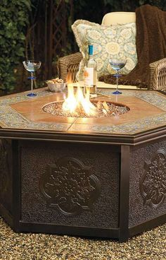 Add a warm glow to your late night parties with the Verona Gas Fire Table, a piece perfect to gather around with a wide tiled surface surrounding the fire.
