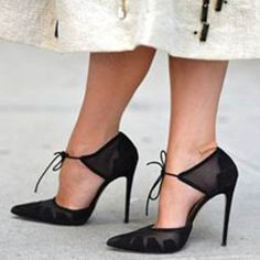 NYFW Spring 2014 Street Style - what an adorable pair of shoes! Dream Shoes, Crazy Shoes, Me Too Shoes, Pretty Shoes, Beautiful Shoes, Zapatos Shoes, Shoes Heels, Prom Heels, Peep Toe Heels