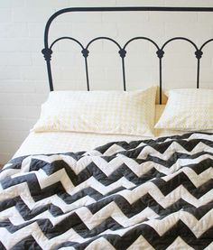 yellow pinwheel sheets + black and white chevron quilt. why yes, santa, I'd like those please...