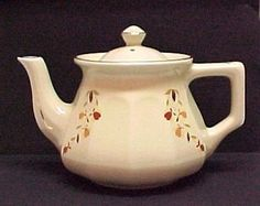 Made in 2004 for the Autumn Leaf Collectors Club to go with dinnerware and dishes sold by the Jewel T Tea Company. No 72004 et China and Dinne.