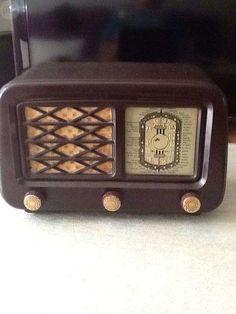 75 €  Ref: 225182186 Particular  OFERTA - Otros en Sevilla (SEVILLA)     Radio antigua de valvulas y de baquelita, funcionando