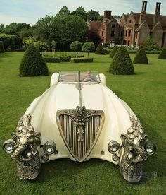 SteamPunk car: Captain Nemo's luxury car from eccentric Britain ; ) (via SteampunkTendencies.com)