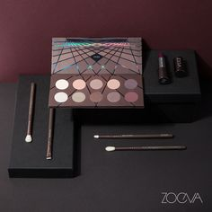 Exquisite and elegant. Create your perfect Christmas party makeup with our En Taupe Palette and matching brush set.