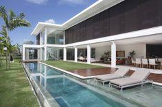 Fachada de casa moderna - Projeto Paola Ribeiro #arquitetura #piscina #fachada