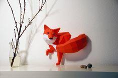 Designer basé à Stuttgart, Wolfram Kampffmeyer crée des kits de sculpture géométrique en papier intitulé PaperWolf//PaperWolf