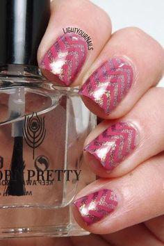 Pink chevrons stamping nail art zig zag rosa #nailart #nailstamping #stamping #lightyournails #nailpolish