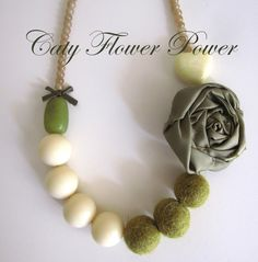 Christmas Necklace Gift Flower Necklace Green by catyflowerpower