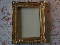 Dolls House Miniature Gold Frame. A720.