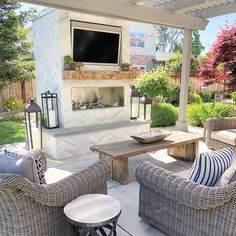 Is there anything better than summer nights? Only when you can enjoy them in a backyard that looks like this right? This fireplace is and… Living Pool, Outdoor Living Rooms, Outdoor Spaces, Backyard Patio Designs, Backyard Bbq, Patio Ideas, Pool Ideas, Porches, Ideas Terraza