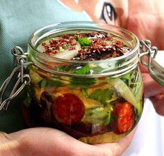 Naložený hermelín s pestem z medvědího česneku , Foto: David Turecký pro Naložto Pesto, Pickles, Cucumber, Bear, Food, Essen, Bears, Meals, Pickle