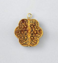 Egypt | Mamluk filigree pendant; gold of hexafoil form and box construction…