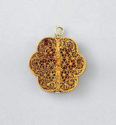 Egypt   Mamluk filigree pendant; gold of hexafoil form and box construction…