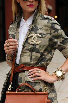 belted camo jacket + Chanel brooch and layered accessories Mode Camouflage, Camouflage Jacket, Camo Jacket, Safari Jacket, Print Jacket, Camo Fashion, Military Fashion, Look Fashion, Military Chic