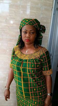 The loose blouse Latest African Fashion Dresses, African Print Dresses, African Dresses For Women, African Attire, African Wear, African Women, Style Africain, African Traditional Dresses, Handmade Dresses