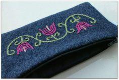 Sukankutimen lomassa Wool Embroidery, Folk Art, Coin Purse, Stitch, Purses, Wallet, Knitting, Handmade, Bags