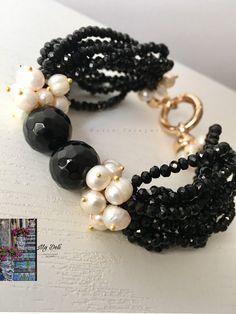 Bracciale | Etsy Making Bracelets With Beads, Black Bracelets, Fashion Bracelets, Jewelry Making, Pearl Jewelry, Beaded Jewelry, Jewelery, Beaded Necklace, Beaded Bracelets
