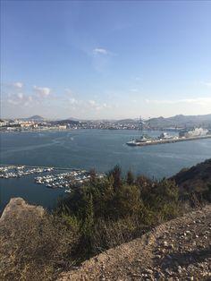 Los niños de Cartagena pueden ver diariamente nuestro querido puerto pero , ¿alguien se para a explicarles su función o cómo fue creado ? . Existen variedad de aspectos que podemos enseñarles .