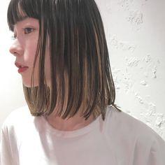 ストレートの髪の毛にハイライトがたくさん入ってるのがとってもかわい〜🌿 . 明日と明後日少しですが空きがございます✨🤗 . #shima_nanako #nanakorocolor #shima #ハイライト#magnoliabakeryありがとう💛#hairstyle#highlight #haircolor #ロブ#ロングボブ Short Hair With Bangs, Hairstyles With Bangs, Short Hair Cuts, Straight Hairstyles, Cool Hairstyles, Black Hair With Highlights, Hair Highlights, Dip Dye Hair, Dyed Hair