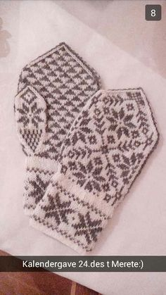 "Selbuvotter ""vott med trekantmønster"" by Hege Flåt. Summer Knitting, Knits, Knit Stitches, Tuto Tricot, Knitting Stitches, Knitwear, Knitting"