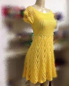 Vestido de crochê lindo , com saia gode , ótimo caimento ! Produzido artesanalmente . Pode ser feito em outras cores . Tamanho sob medida . Com forro . Um palmo acima do joelho; FOTO REAL DO PRODUTO .