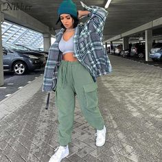 Baddie Outfits Casual, Cute Comfy Outfits, Indie Outfits, Teen Fashion Outfits, Retro Outfits, Trendy Outfits, Cute Outfits With Sweatpants, Cargo Pants Outfit, Teenager Fashion