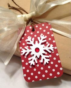 Christmas gift tags. snowflake gift tags. So easy - cut snowflakes with cricut and add to Christmas card stock