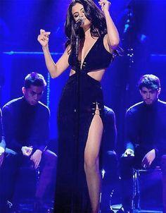 Este vestido usado por Selena Gomez em uma apresentação no programa
