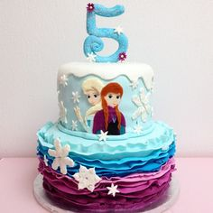 Ombre, ruffles, sparkly snowflakes, Elsa & Anna, all fondant. Elsa Birthday Cake, Twin Birthday Cakes, Kids Birthday Themes, Frozen Birthday Party, 4th Birthday, Tarta Frozen Disney, Disney Frozen Party, Bolo Frozen, Anna Cake