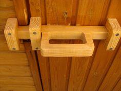 Super barn door shed woods 28 ideas Wooden Hinges, Wooden Gates, Wooden Doors, Rustic Shed, Rustic Doors, Woodworking Plans, Woodworking Projects, Barn Door Latch, Door Latches