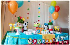 Amor à Mão - Party Styling | Portal de Artistas Panda Birthday Party, Panda Party, 1st Birthday Parties, Panda Decorations, Birthday Decorations, Bolo Panda, Engagement Balloons, Party Props, Baby Party