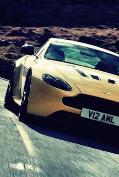 Aston Martin V12 Vantag