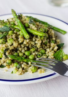 A light and delicious spring buckwheat risotto that won't leave you feeling weighed down / Vegan, gluten-free Whole Food Recipes, Diet Recipes, Vegetarian Recipes, Cooking Recipes, Healthy Recipes, Jar Recipes, Cooking Tips, Freezer Recipes, Freezer Cooking