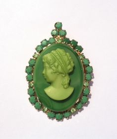 RARE JULIANA D CAMEO EMERALD GREEN PERIDOT RHINESTONE BROOCH BOOK PIECE