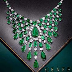 Stunning emerald bib necklace