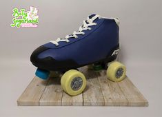 Bety' Sugarland - Cake Design by Elisabete Caseiro Cake Design, Baby Strollers, Children, Shoes, Cakes For Men, Cakes For Boys, Cake Baby, Tiered Cakes, Yellow Roses