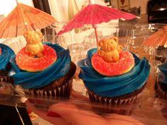 Luau cupcakes! #teddygrahams #peachrings #miniumbrellas