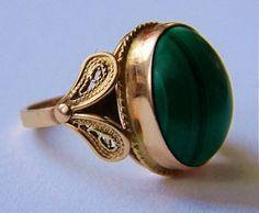 Imago Artis złoty pierścień z malachitem Filigree Jewelry, Moon Jewelry, Jewelry Rings, Jewelery, Pearl Necklace Designs, Gold Earrings Designs, Antique Rings, Antique Jewelry, Vintage Jewelry