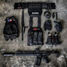 Mark Mrakov - Real Time - Diet, Exercise, Fitness, Finance You for Healthy articles ideas Tactical Survival, Survival Gear, Tactical Gear, Weapons Guns, Guns And Ammo, Edc, Urban Survival Kit, Special Forces Gear, Tactical Solutions