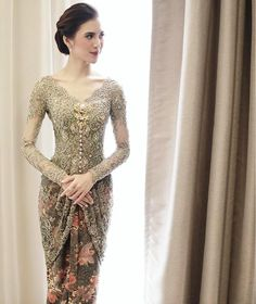 Wedding Party Outfits Inspiration Ideas For 2019 Vera Kebaya, Kebaya Lace, Kebaya Dress, Dress Brokat Modern, Kebaya Modern Dress, Kebaya Bali Modern, Model Kebaya Modern, Indonesian Kebaya, Indonesian Wedding