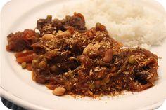 Op dit eetdagboek kookblog : Indische Hachee - Ingrediënten: 600 gram rundvlees, zout, peper, 3 teentjes knoflook, 3 flinke uien, 3 tomaten, 2 bouillonblokjes (vierkante van Maggi), 200 ml water, 1 blik
