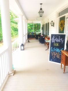 Spacious front porch // @beautyandbedlam