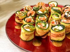 Courgette and smoked salmon roll ups Zucchini Crisps, Grilled Zucchini, Healthy Low Carb Snacks, Low Carb Diet, Yummy Appetizers, Appetizer Recipes, Salmon Appetizer, Salmon Roll, Cauliflower Risotto