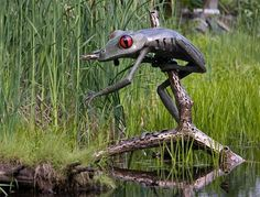 giant tree frog sculpture via Chris Williams Amazing Frog, Chris Williams, Frog Pictures, Tree Faces, Giant Tree, Frog Art, Frog And Toad, Reptiles And Amphibians, Outdoor Art