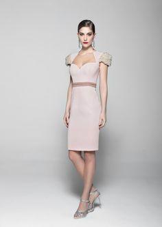 Vestido Cosh tecido crepe e tule com bordado na cor quartzo - sale-vestidos-curtos-vestido-cosh-tecido-crepe-e-tule-com-bordado-na-cor-quartzo Cosh - Detalhes de Produto