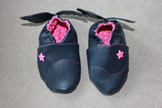 chaussons en simili cuir