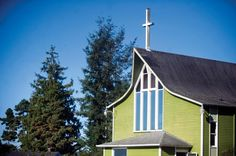 The graceful roofline of First Congregational Church in Astoria recalls modern, folk-inspired Nordic churches. Austerity, Oregon, Folk, Cabin, Inspired, House Styles, Places, Outdoor Decor, Modern
